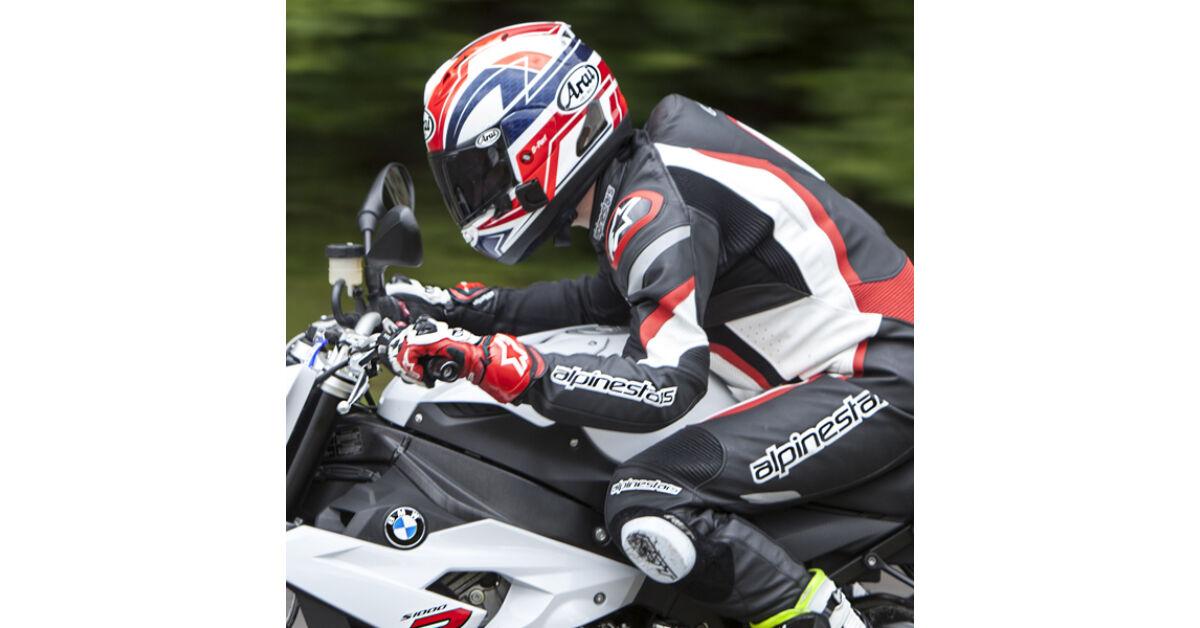 A félelmetes motoros nő   CsamClub - Motoros Nők Közösségi Portálja